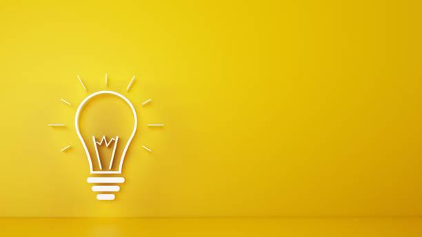 duża żarówka na żółtym tle. renderowanie 3d - natchnienie zdjęcia i obrazy z banku zdjęć