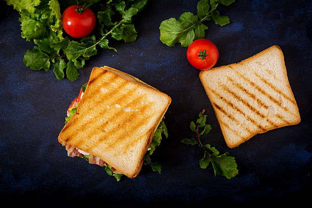 big club sandwich with ham, bacon, tomato, cucumber, cheese, eggs - französischer zwiebel dip stock-fotos und bilder