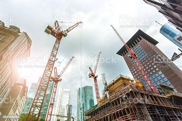 Große Baustelle In Frankfurt Mit Sonnenlicht Stockfoto und mehr Bilder von Baugewerbe