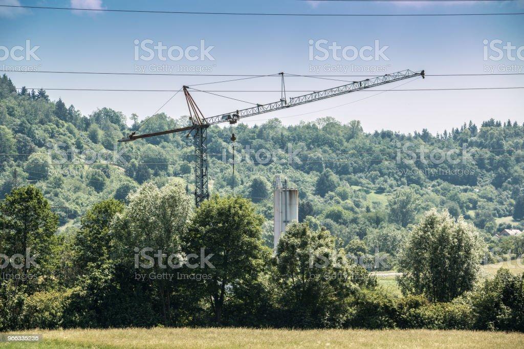 Großen Kran in der Mitte der deutschen Landschaft – Foto