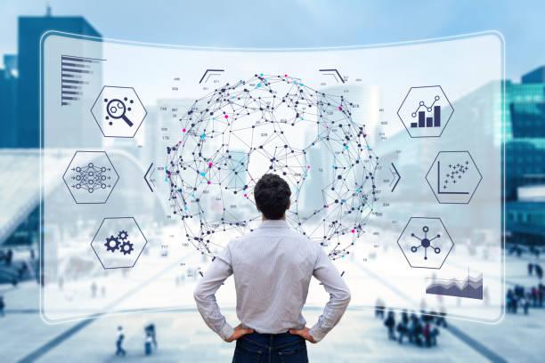 Big Data Analytics Visualisierungstechnologie mit Wissenschaftlern, die die Informationsstruktur auf dem Bildschirm mit maschinellem Lernen analysieren, um strategische Vorhersagen für Unternehmen, Finanzen, das Internet der Dinge zu extrahieren – Foto