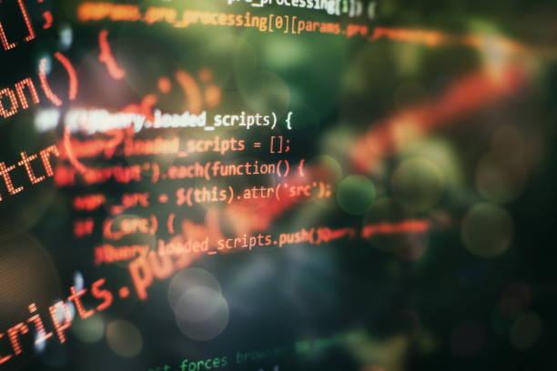 Büyük veri depolama ve bulut bilgi işlem temsili. Programlama. Geliştirici ofiste Web siteleri kodları üzerinde çalışıyor. stok fotoğrafı
