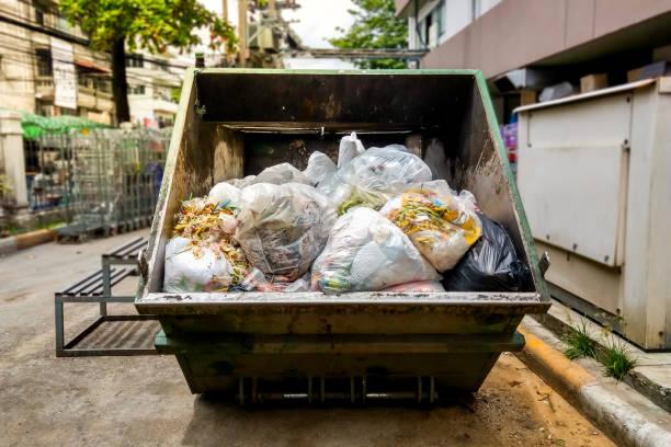 stora sopor behållare - food waste bildbanksfoton och bilder