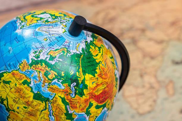grand globe sur carte rétro - Photo