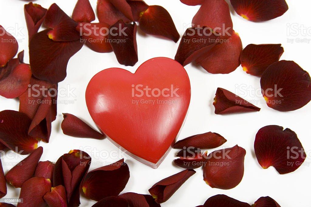 Großes Herz und Rosenblätter Lizenzfreies stock-foto