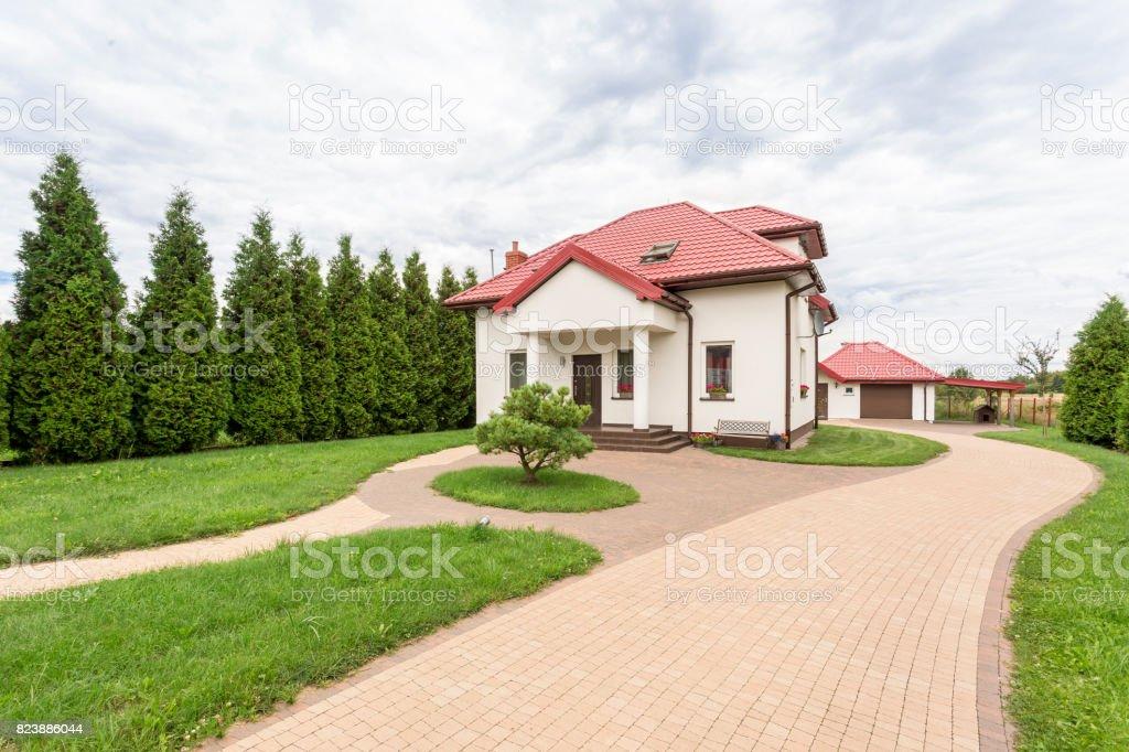 Grande Maison Avec Beau Jardin Photos Et Plus D Images De