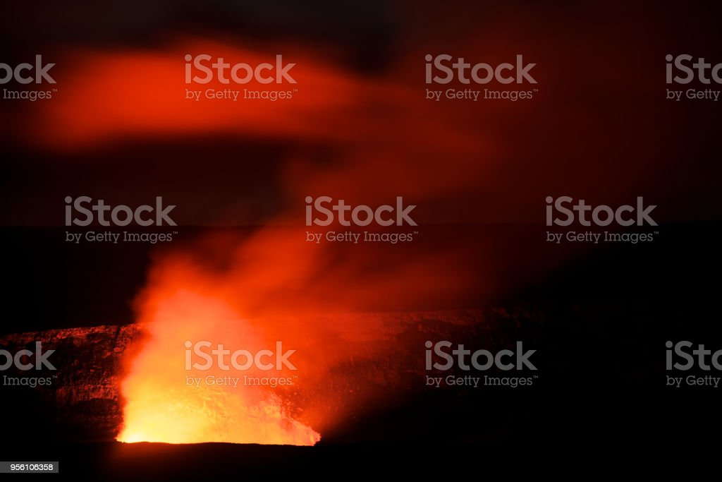 Big Island, Hawaii, USA: Kilauea volcano erupting in Hawaii Volcanoes Nationalpark (seen from Jaggar Museum) stock photo