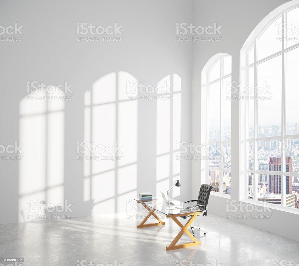 Großes Modernes Zimmer Mit Klaren Sonnigen Tisch Und Stuhl ...