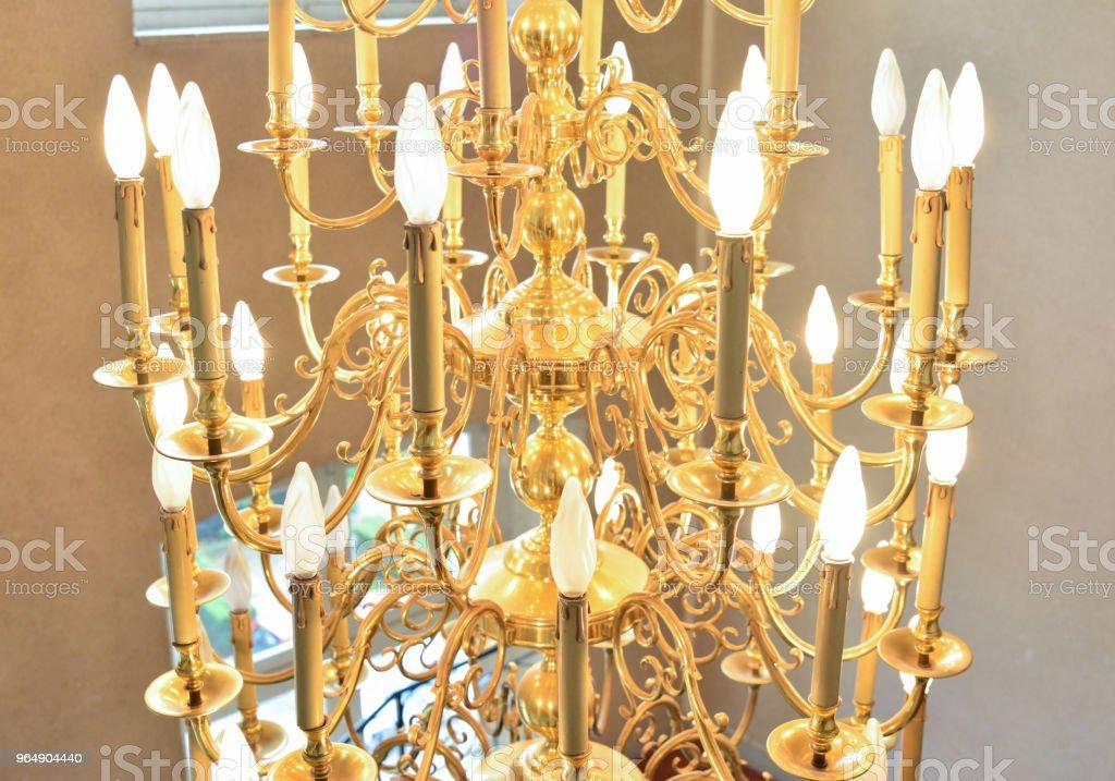 大舊豪華吊燈 - 免版稅古董圖庫照片