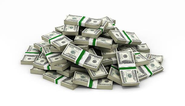 großer haufen geld amerikanische dollar-scheine auf weißem hintergrund - haufen stock-fotos und bilder