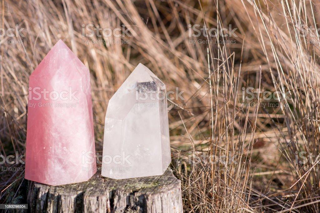 Großer Punkt Stück Rosenquarz und klares Quarz – Foto
