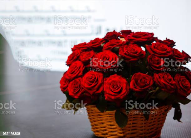 Big red roses bouquet isolated on the white background picture id937476308?b=1&k=6&m=937476308&s=612x612&h=92gfjvbdtbwttysh7akga1fqehnm7k 5dcmnins0xrq=