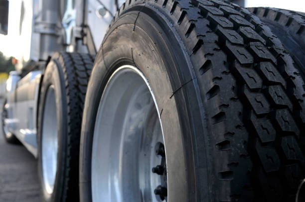 Big rig semi truck with huge wheels with tires The tires and rims of big rig semi trucks are given great importance since trucks are the main means of transporting goods. All wheels parts or treads are made in accordance with standards wheel stock pictures, royalty-free photos & images
