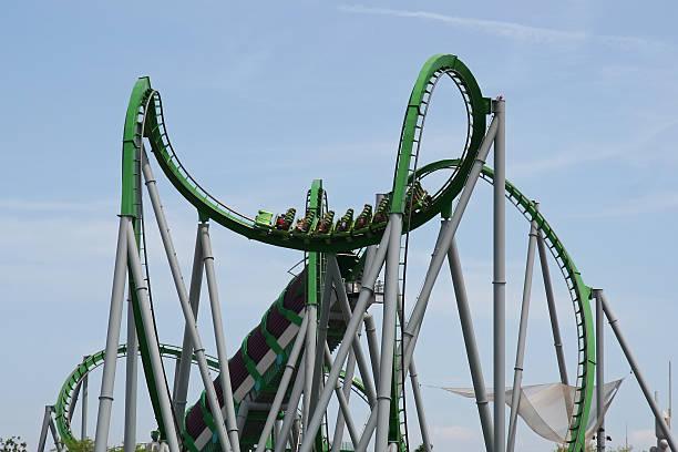 gran montaña rusa - roller coaster fotografías e imágenes de stock