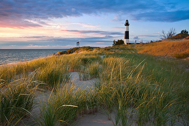 big sable point lighthouse. - meeroever stockfoto's en -beelden
