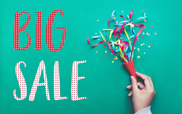 big sale banner-design mit bunten konfetti-streamer. - flyer inspiration stock-fotos und bilder