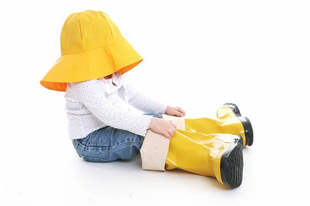 big shoe children: little girl in rain wear - te groot stockfoto's en -beelden