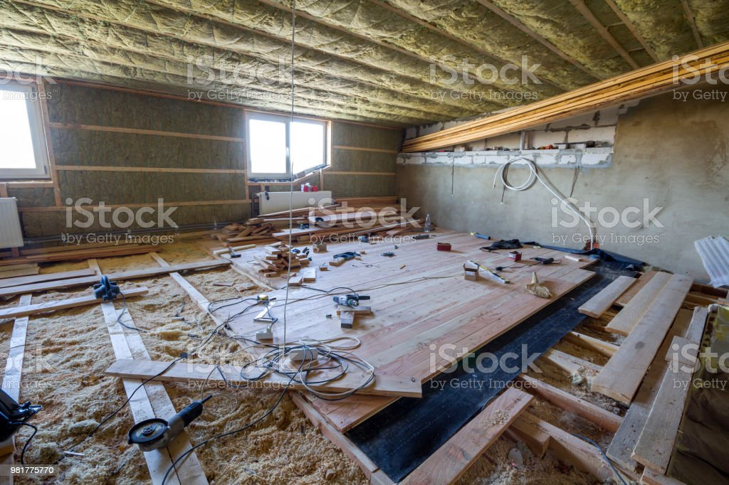 Grosse Geraumige Helle Dachboden Zimmer Im Bau Und Renovierung