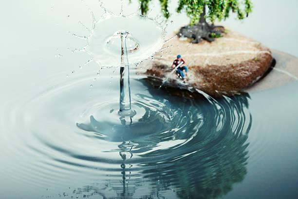 big splash - teichfiguren stock-fotos und bilder
