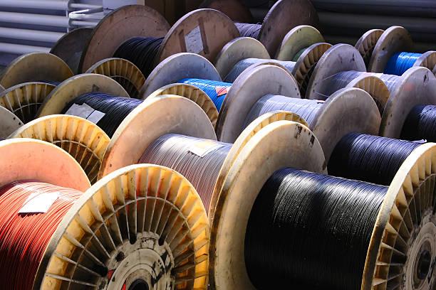 big bobine de fil optique - câble photos et images de collection