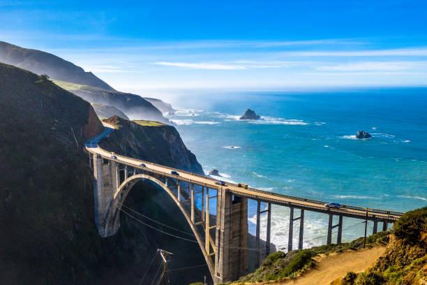 big sur bridge kalifornien ocean road kustremsa ca-1 drone skott - bridge bildbanksfoton och bilder