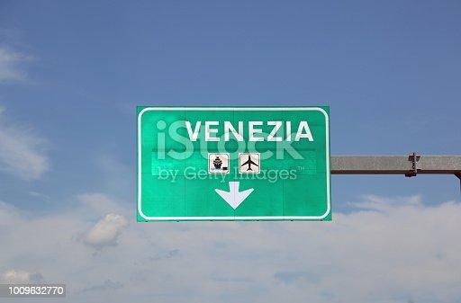 istock Big traffic sign with text Venezia 1009632770