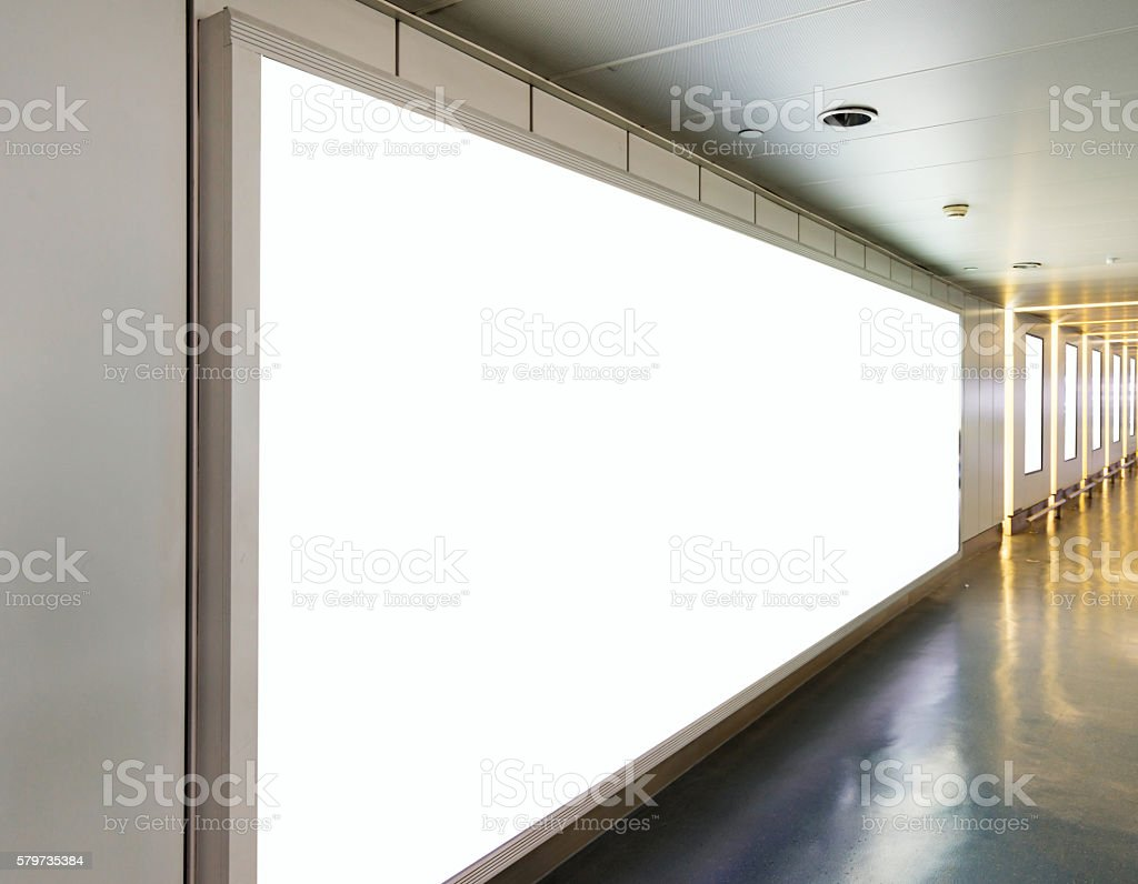 Große vertikale Plakat auf der U-Bahn-station – Foto