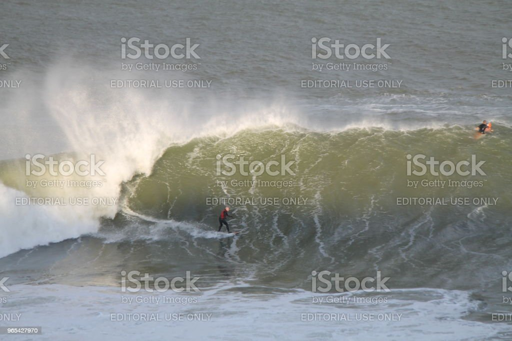 Big Wave Rider au coucher du soleil - Photo de Activité libre de droits