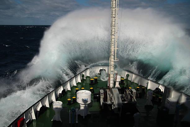 Big wave roulant museau du bateau - Photo
