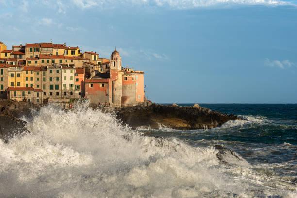 big waves mediterranean sea - tellaro village liguria italy - la spezia foto e immagini stock