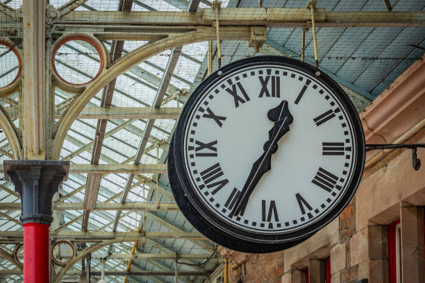 Big white clock with black numbers in the train station hall – zdjęcie
