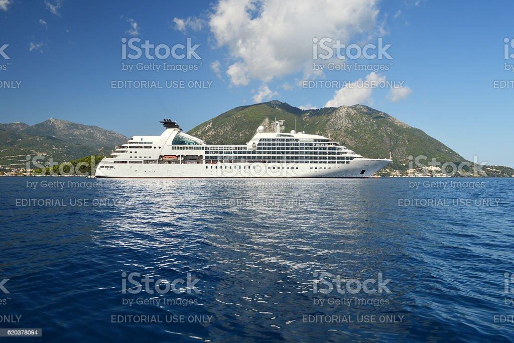 Big white cruise ship foto de stock royalty-free