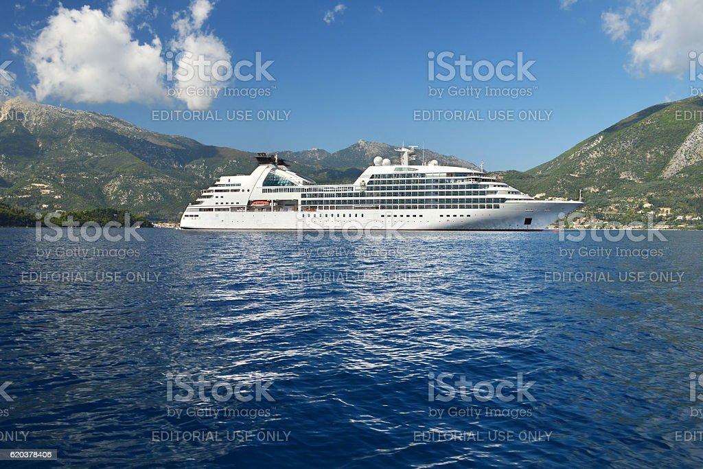 Big white cruiser ship foto de stock royalty-free