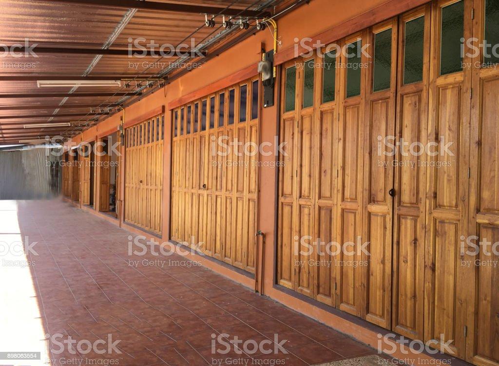Grandes Puertas De Madera Hechas De Madera Dura En Tailandia Foto De