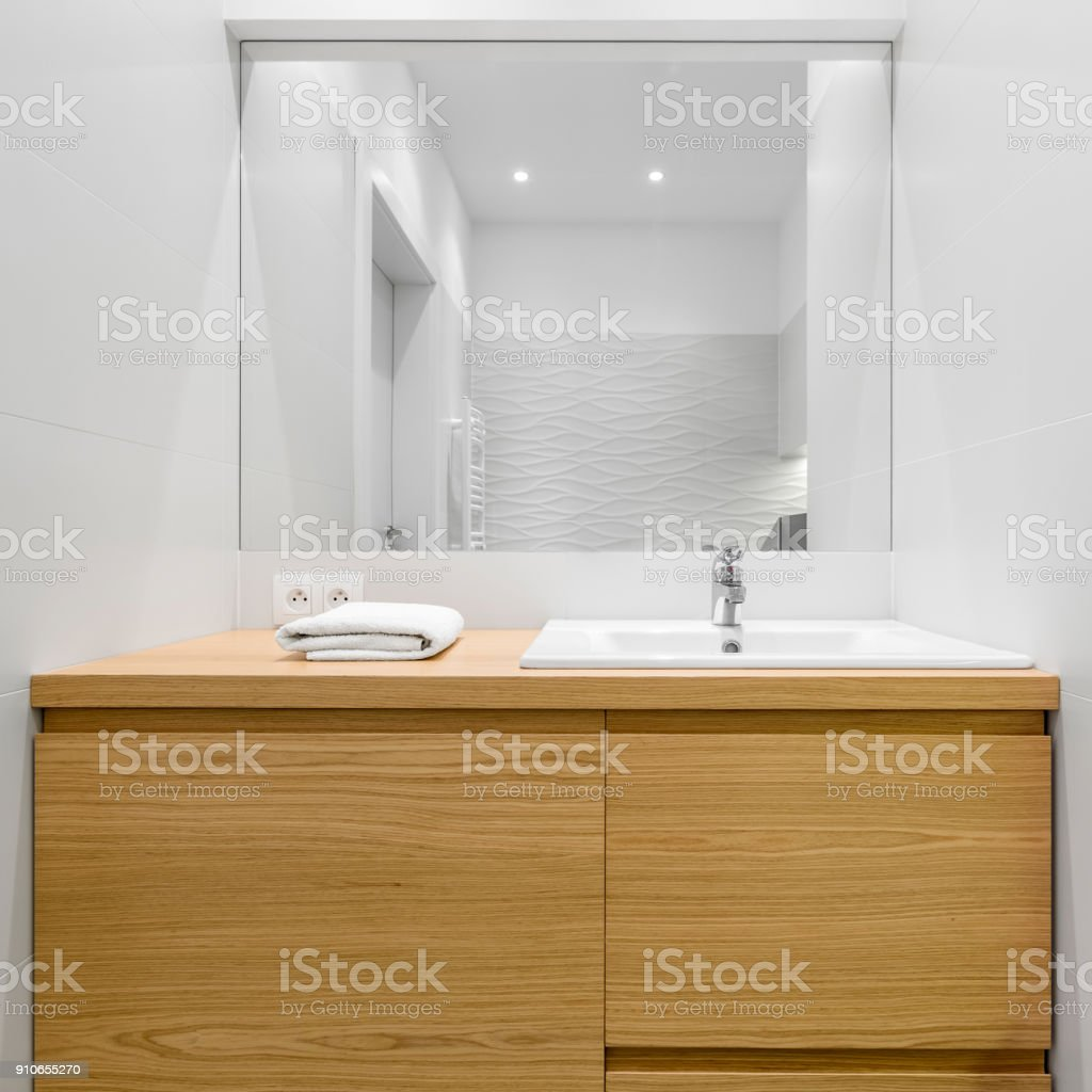 Schubkästen Aus Holz Im Badezimmer Stockfoto und mehr Bilder ...