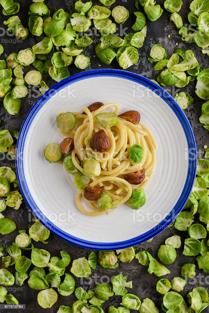 Bigoli with brussel sprouts and chestnuts - foto stock