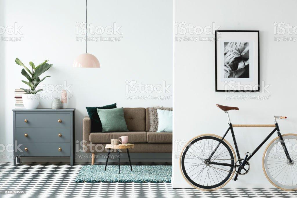 Photo Libre De Droit De Vélo Et La Peinture Sur Le Mur Dans