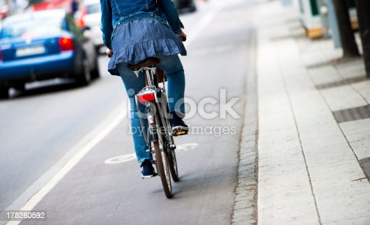 667005568istockphoto Bike in the city 175260592