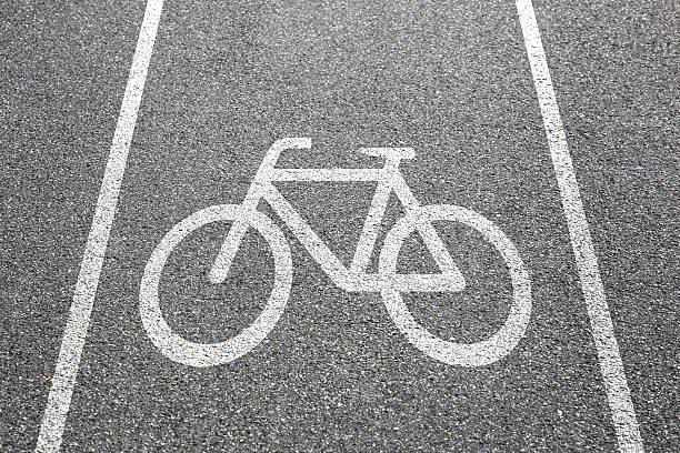 bike lane path way cycle bicycle road traffic town - fahrradwege stock-fotos und bilder