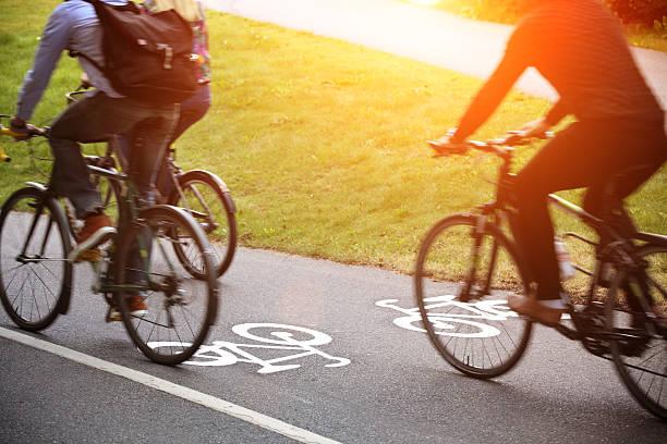 .  fahrrad lane - fahrradwege stock-fotos und bilder