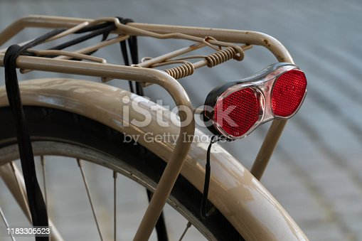 Rear safety reflectors on a bicycle