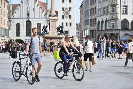 Bike ride through the Marienplatz