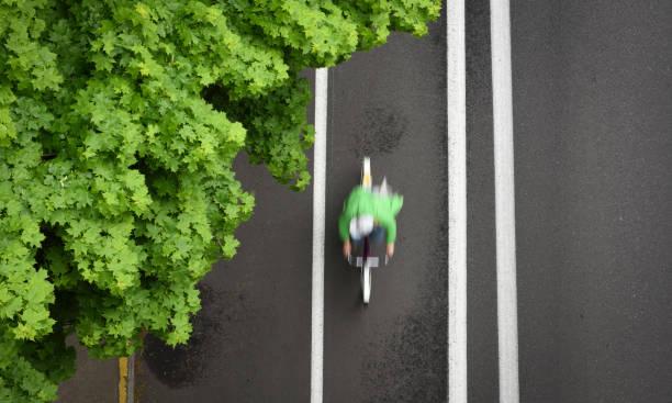 bike fahrer - fahrradwege stock-fotos und bilder
