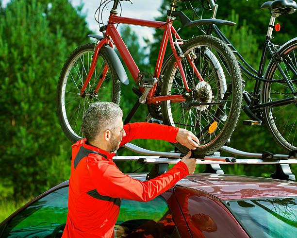 bike dach carrier - fahrradträger stock-fotos und bilder