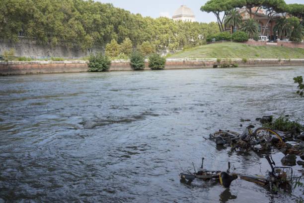 bike sharing bicycle in the tiber river - roma foto e immagini stock
