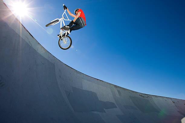 BMX Bike Stunt im Skateboard-Park – Foto
