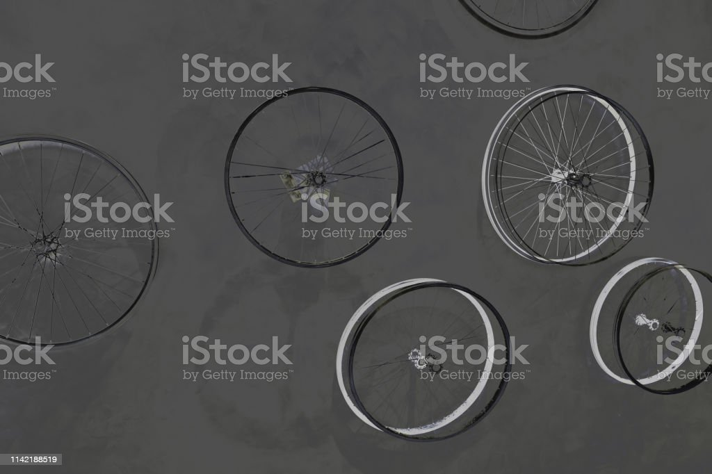 Bike wheels spinning, separated effort. concepts and ideas