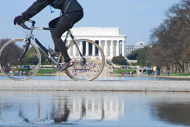 Biker und Lincoln Memorial in Reflexion – Foto