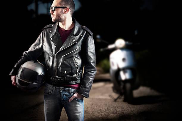 Biker-Jacke aus Leder und Sonnenbrille – Foto