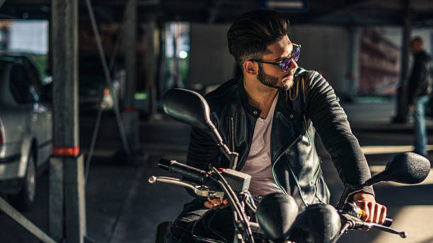 biker-stil - motorrad männer stock-fotos und bilder